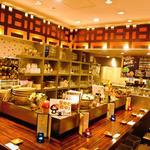 きのこ料理とアボカド料理の専門店 きのこの里 - カウンター・テーブル席等…ゆったりとした空間♪スタッフとのきのこトークも楽しめます♪