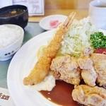 グリルくいしん坊 - 日替わりランチ エビフライと唐揚げ980円