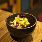 米とサーカス - 桜肉とウドのアボカド和え(2013.05)