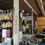 乃木そば神谷 - 大きな丸い麩が売られていました。精進料理に使うそうですが、店の裏の『夢の浮き橋』から鯉やカメに上げる事も出来る。