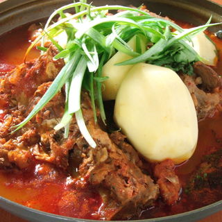 炭火焼肉料理のほか、本場の方も舌を巻く本格的な韓国料理