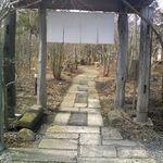 19228100 - 気負いのない入口。西山荘の庵に通ずる雰囲気かな。