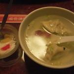 19229097 - 水餃子と杏仁豆腐
