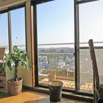 ピコピコカフェ - 8階から井の頭公園の自然を一望できます。