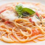 ビルバンテ - フレッシュトマトとモッツァのオイルスパ