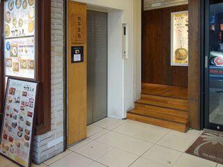 喫茶葦島 - ビル入口(お店は5F降りてすぐ)