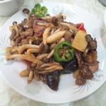 均元飯店 - 豚肉と木の子の炒めもの定食