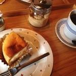 虹のカフェ 小箱 - キャラメルチップチーズケーキ
