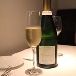 ル・ヴァンキャトル - Champagne  Les Vignes de Montgueueux  Extra Brut  Jacques Lassaigne