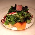 ル・ヴァンキャトル - メリメロサラダ (帆立貝、鴨、サーモン、そら豆)