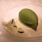 ル・ヴァンキャトル - ブランマンジェと青りんごのソルベ、エストラゴンの香り
