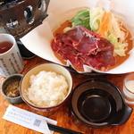 紙やき(マトン・野菜)・ご飯・ザーサイ・杏仁豆腐