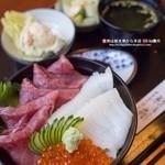 御食事処 京扇 - 料理写真:豪華丼(1,050円)