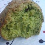 お菓子のポレポレ - 抹茶マフィンの断面・鮮やかな緑色♪