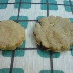 お菓子のポレポレ - (左)おからクッキー1枚20円、(右)Pore poreクッキー1枚40円