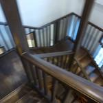サロン・ド・テ ロザージュ - ティーサロンは階段を下りて