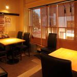 ニパチ - プライベート感のあるテーブル席もご用意(写真はニパチ住吉店)