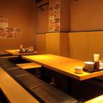 ニパチ - 足元もゆったりした掘りごたつ席をご用意。ごゆっくり食事をお楽しみ下さい(写真はニパチ住吉店)