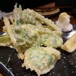 19242583 - 春野菜の天ぷら¥680