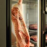 ビストロ 熟肉 - 専用の熟成庫でおいしくなるのを待っております!