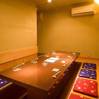 ≪完全個室のご案内≫8名程は入れる、掘りごたつ式の完全個室。