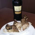 カステッリ - 襟裳産真ツブのオーブン焼とアッソーロ レッジアーノ フィッリツァンテ ロッソ セッコ