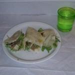 カステッリ - 生ハム・チーズ・サラダをはさんだピアディーナ