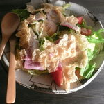 iRORi - シーザーサラダと揚げ湯葉 温卵隠れ