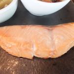 おばんざい おせんべい かまだ - ランチ梅御膳 1500円 時鮭の焼き物 【 2013年5月 】