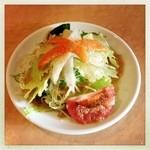 19256926 - Aランチの野菜サラダ                       これだけは日本人向けのドレッシング                       これが結構美味しい!