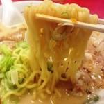 支那そば 北熊 - 麺は卵ちぢれ麺