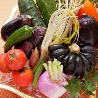 地域特産の旬の野菜を味わえます。