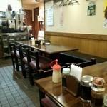 気まぐれキッチン石橋 - 下町風情をめいいっぱい感じる店内。