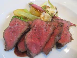 GORI 西麻布 - 宮城の漢方牛赤ワインソース、オーガニック野菜添え