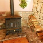 樹の部屋 - もちろん薪ストーブです