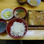 餃子どん - 餃子麦とろ定食(5個750円)