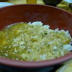 餃子どん - 麦飯にぶっかけて、とろろ飯!これがまた旨い。