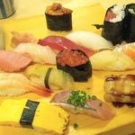 19277538 - 大漁にぎりセット(味噌汁つき)と単品のウニ