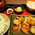 19278009 - 鶏と野菜の黒酢餡定食(790円)