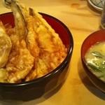 19278992 - ボッテリ衣の天丼と甘めの味噌汁