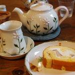 ラ・テイエ - フルーツロールケーキとジンジャーの紅茶