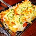 白木屋 - とろりチーズのもちもちピザ