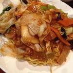 東海飯店 - 五目焼きそば       めっちゃうまいです。