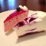 カフェ・ココ・タンタ - ラズベリーのケーキ、ブルーベリーのレアチーズケーキ