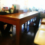 わが家 - カウンターとテーブル席があるが、小箱である