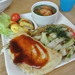 蛸のつぶやき - B級グルメプレート ¥600 ※お好み焼・焼きそば・豚ぺい焼・だしタコ・生野菜のプレート(TAKEOUT不可)