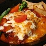 マンゲイラ 茶屋町本店 - トマト煮込みチーズハンバーグ880円