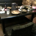 和レー屋 南船場ゴヤクラ - 新店舗になって客層変わった?カップルが数組ビール飲みながらお『鬼』食べてる人も多々残してます