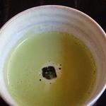 19290541 - こちらは冷えた抹茶。暑い日には清涼の一服にはなるけどね