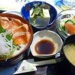お食事処 美里 - 信州サーモン丼